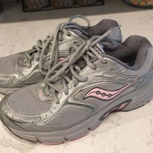 Womens saucony tennis shoes